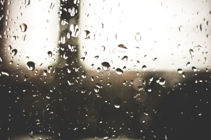 raindrops-on-a-window-picjumbo-com